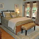 Guest Room Queen bed