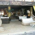 pleasure beach-bar restaurant santorini perivolo