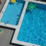 Vista piscina dell'albergo dal balcone della camera.