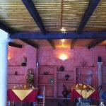 Unos de los dos salones interiores