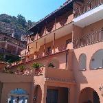 una vista dell'hotel dalla piscina!!!
