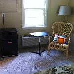Sitting area (w/fridge) in room 17