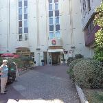 Ibis Hotel, Nantes....view from front of hotel