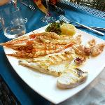 Una magnifica e squisita grigliata di pesce
