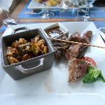 Brochette d'agneau et crumble de ratatouille, humm....