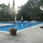 zwembad met fantastische ligbedden