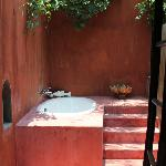 Outdoor bathroom in the Honeymoon suite
