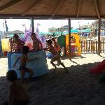 giochi in spiaggia con tettoia e all'ombra bagno 55 di Misano