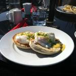 Eggs benedict in the sunshine @ Mange Tout