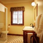 One Bedroom Cottage Bathroom