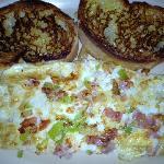 Omelette de clara, jamon, pimientos, cebollas y tomates