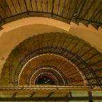 les escaliers....mais l'ascenseur fonctionne bien!!!!