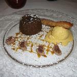 Mi-cuit chocolat, caramel à la menthe, glace vanille