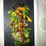 joli ce plat de poissons crus qui sent la vase et l'huile de friture : typique de l'endroit.