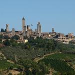 Ausblick vom Pool (und aus unserem Zimmer) rüber nach San Gimignano