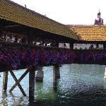 Pont en bois et tour d'eau