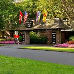 Royal Scot Hotel & Suites Entrance