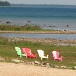 Comfort Inn Beachside, chairs by the lake