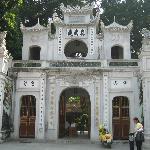 Temple Quan Thanh entrée