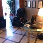 Sedia ergonomica massaggiante a tempo e postazione internet gratuita