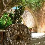 Ancien moulin à huile ( accès aux appartements et à la piscine)