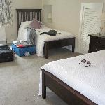 Room had 1 queen and 2 twin beds