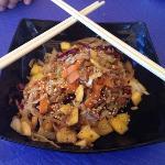 wok de pollo, mango y coco