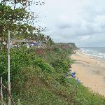 Varkala Cliffs - shops and beach