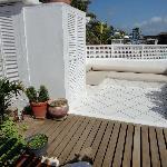 terrazza con vista e divani