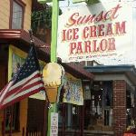 Sunset Ice Cream Parlor Foto