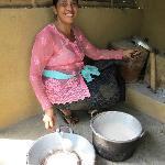 Belajar membuat minyak kelapa dan kopi tradisional