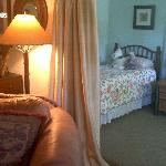Cottage--twin bedroom off the Living Room.