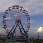 Photo de Boardwalk Amusement Area and Pier