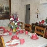 Decor with red cowboy dishes.