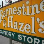 Foto de Earnestine & Hazel's Bar Grill