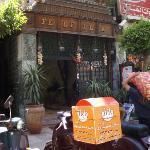 Ma vi sembra un ristorante egiziano o uno cinese?