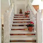 Escalera para subir a la primera planta del Hotel