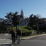 Vista parcial da Igreja e da Praça ao lado do cemitério