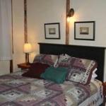 Queen bedroom in Flagstaff Cottage.