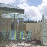 Blue Wren BBQ area and courtyard