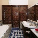Damascus suite bathroom