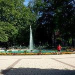 La suggestiva fontana nel parco della Hauptplatz