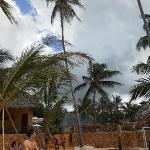 Le costanti nubi sul villaggio
