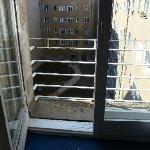 Balkon mit zu niedrigem Geländer