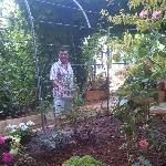 El dueno watering the garden