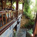 Le balcon intérieur où se prend le petit déjeuner