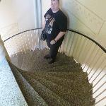 Si se te ocurre bajar por las escaleras, asi son.