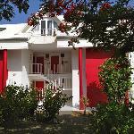 Résidence Le Vallon, Saint-Francois, Guadeloupe. Nouvelles peintures uniformes : un des 4 bâtime
