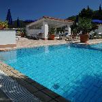 Relax: un bagno di sole in piscina!
