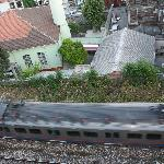 il treno che passa sotto l'hotel
